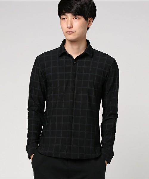 黒のブロックチェックシャツ