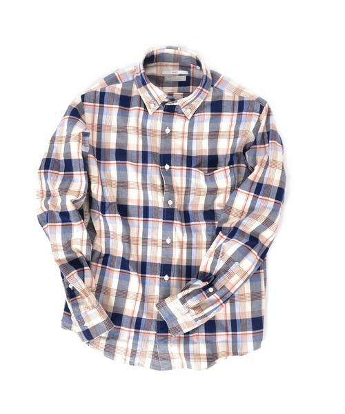 ベージュのチェックシャツ