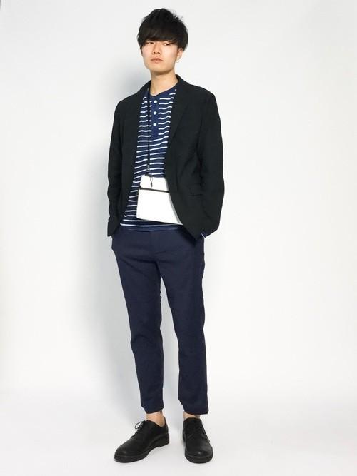 黒ジャケットとマリンボーダーTシャツのメンズ春コーディネート