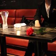 銀座のアングラ夜遊びスポット「相席仮面スナック」に潜入してみた! | Smartlog