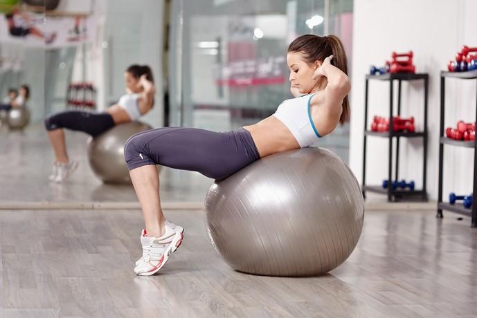 バランスボールを使った体幹トレーニングメニュー