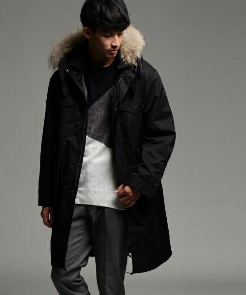 黒のモッズコートを着たメンズコーディネート術