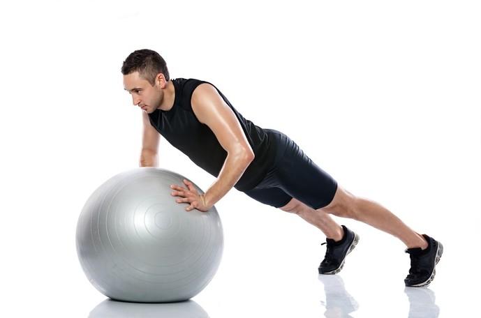バランスボールを使ったトレーニングメニュー