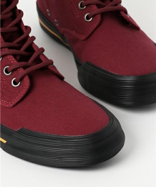 ブーツのようなデザインの靴