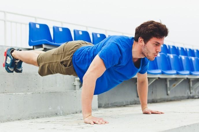 大胸筋を鍛えられる自重トレーニング