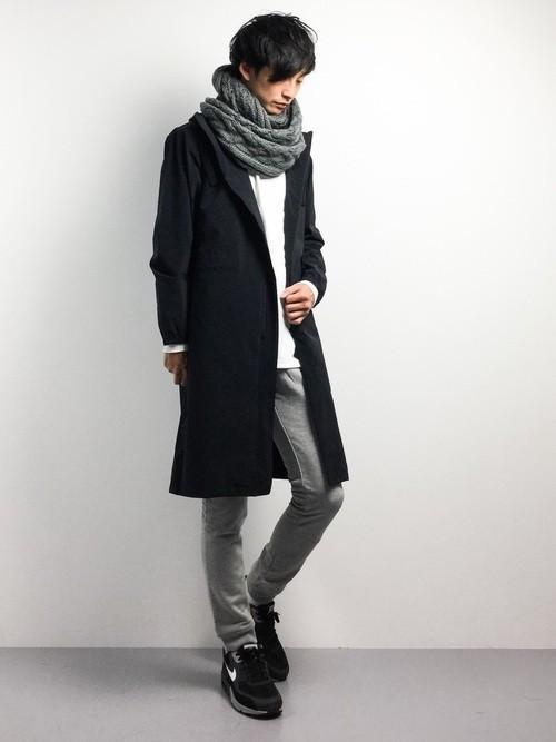 モッズコートとスウェットパンツの冬服コーディネート