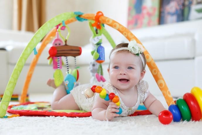 女の子の出産祝いに人気のプレゼントはおもちゃ