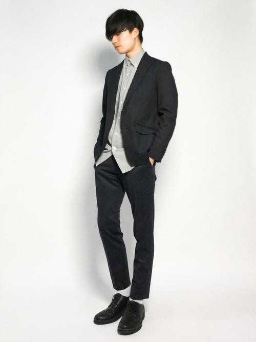 黒チェックシャツとジャケットのメンズコーディネート