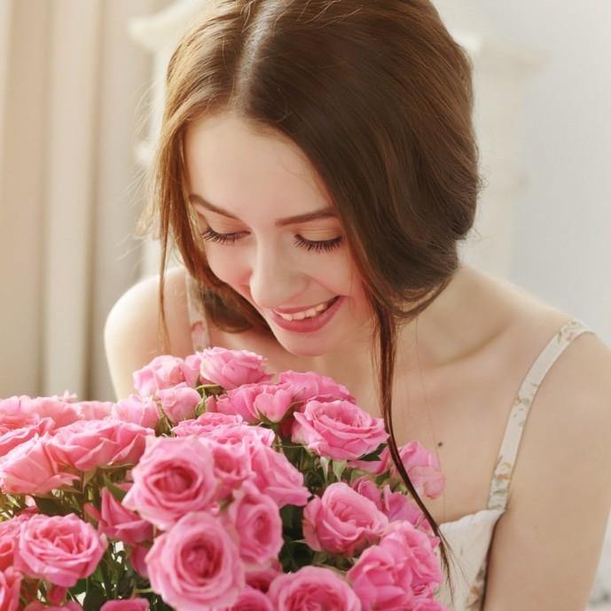 彼女の誕生日に花束をプレゼント.jpg