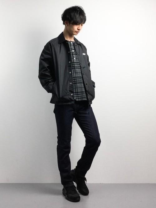 黒チェックシャツとMA-1のメンズコーディネート