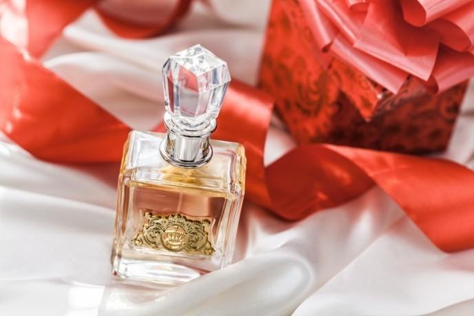 クリスマスに香水のプレゼントを.jpg