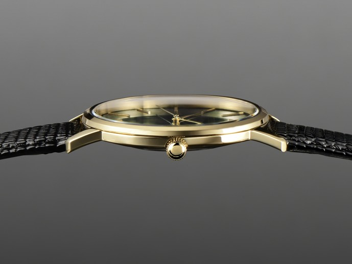 薄くて軽い腕時計