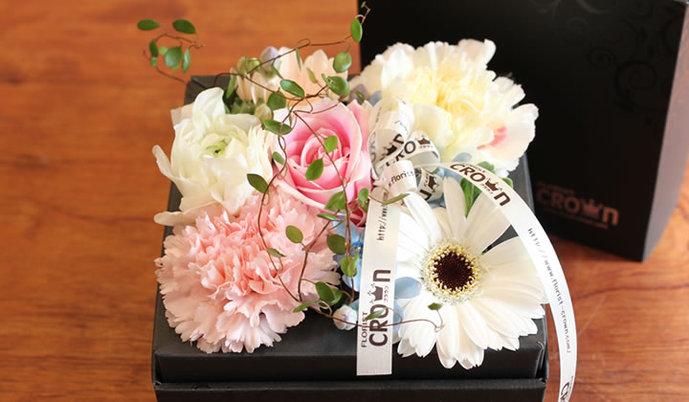 30代女性へのクリスマスプレゼントはフローリストクラウンの花