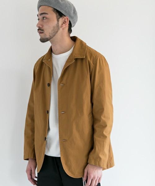 すっきりとしたデザインのジャケット