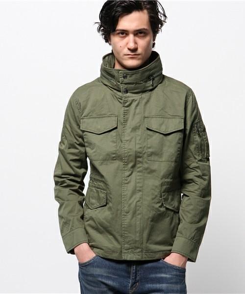 ユーティリティポケットが印象的なジャケット
