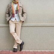 ベージュパンツのメンズコーデ集。自然な大人っぽさを演出する着こなしとは | Smartlog