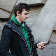 パーカー×コートの着こなし特集。上品カジュアルなメンズ重ね着コーデとは | Smartlog