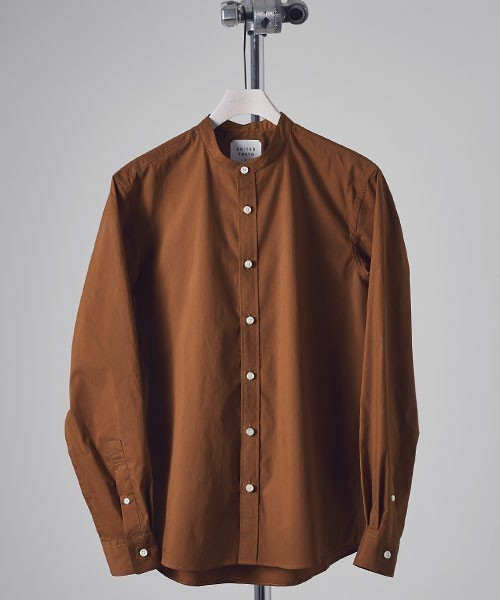 茶色のバンドカラーシャツ