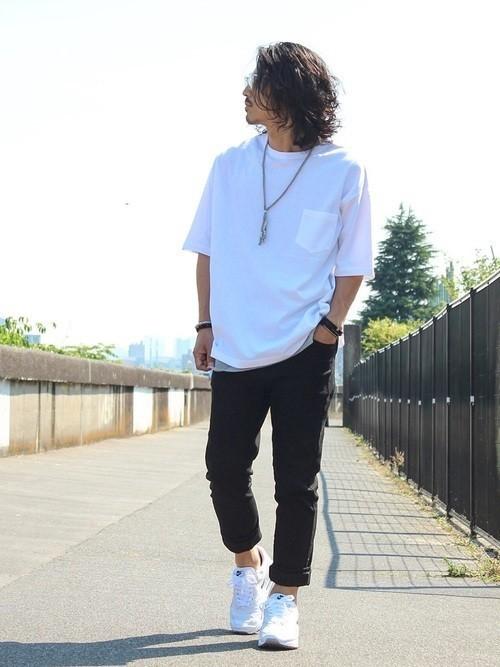 白Tシャツと白エアマックスを使ったメンズコーディネート