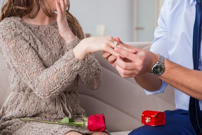 婚約指輪を贈ってプロポーズ