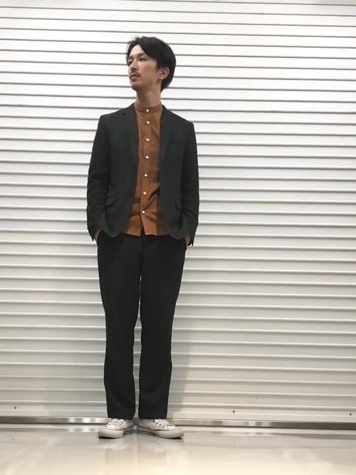 ブラウンシャツとジャケットのメンズコーディネート
