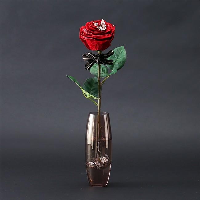 クリスマスプレゼントに贈りたい一輪のバラの花
