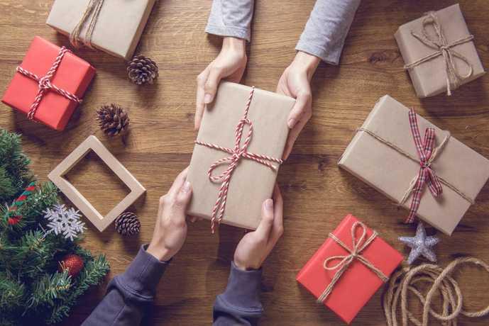 彼氏へのクリスマスプレゼントに靴下を贈る