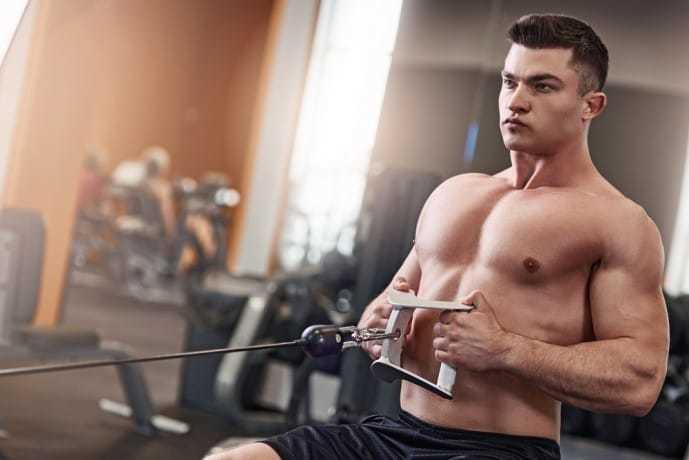 マシンを使って行う背筋のトレーニング方法「シーテッドローイング」