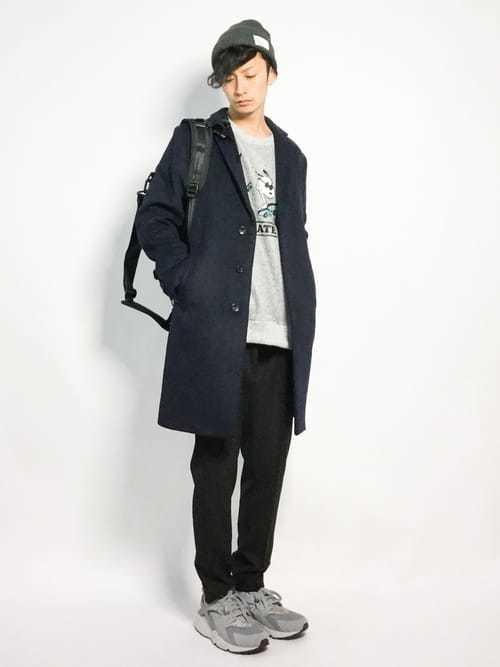 黒チェスターコートとグレースウェットを使った冬服コーデ
