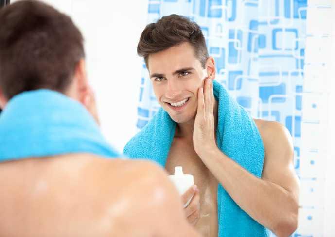 化粧水を使っている30代男性