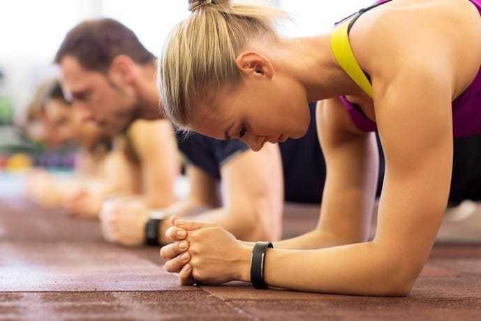 腹筋を鍛えられる体幹トレーニング「ロッキングプランク」