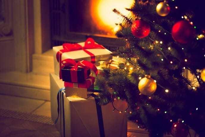 彼女へのクリスマスプレゼントにパジャマを贈る