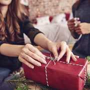 大学生の彼女がホワイトデーのお返しに貰って嬉しいプレゼントランキング | Smartlog