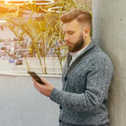 グレーのカーディガンできれいめコーデに。人気の着こなし術を徹底ガイド | Smartlog