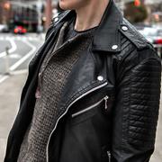 ネイビーのニットで知的な印象に。上手な着こなしコーデ術を徹底ガイド | Smartlog