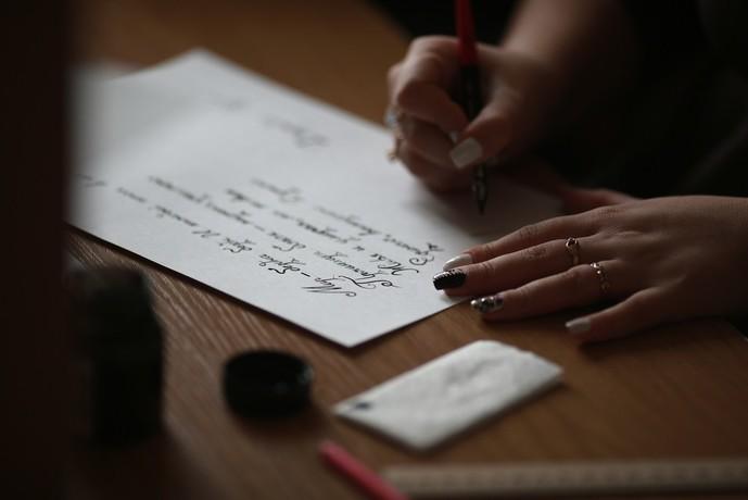 片思いに疲れた男が元カノに手紙を書く
