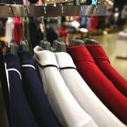 ネイビーのポロシャツで上品な夏コーデに。鉄板の着こなし術を大公開 | Smartlog