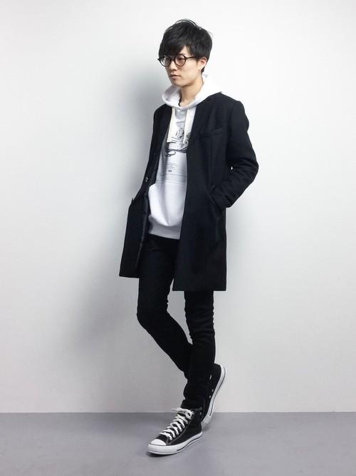 黒スキニーパンツとコートのコーデ