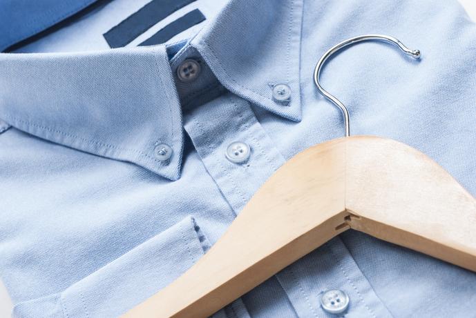 青シャツの着こなしコーデ