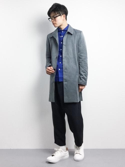 青シャツ×ステンカラーコートの着こなしコーデ