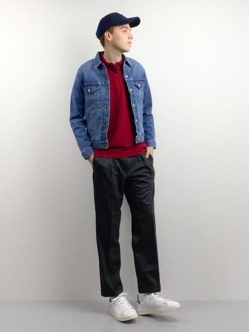 赤ポロシャツとデニムジャケットの着こなしコーデ