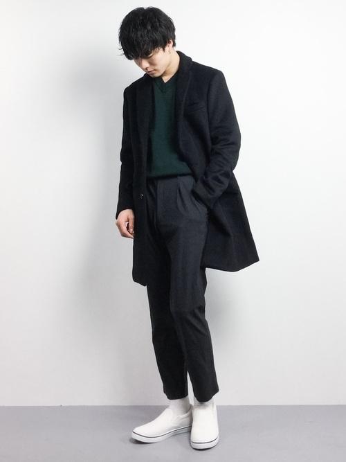 緑ニットとチェスターコートの着こなしコーデ