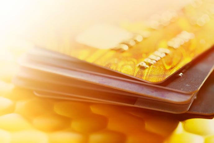 エポスゴールドカードはVISAゴールドデスク利用可能