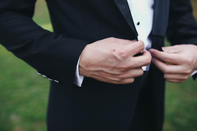 黒のテーラードジャケットコーデ