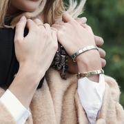 ブレスレットのおすすめブレゼントとは。女性が喜ぶブランドを厳選 | Smartlog