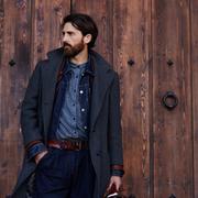 黒のチェスターコートでコーデを上品に。クールなメンズ着こなし術とは | Smartlog