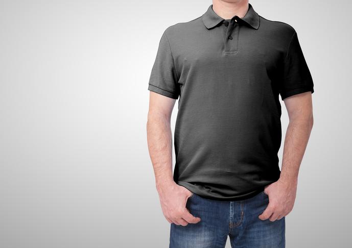 黒のポロシャツの着こなしコーデ