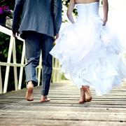 結婚記念日に両親へ贈りたいプレゼントランキング。気持ち伝わるギフトを厳選 | Smartlog