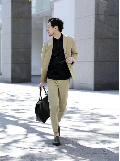 黒ポロシャツとセットアップコーデ
