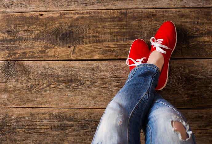 赤スニーカーのメンズ人気ブランド